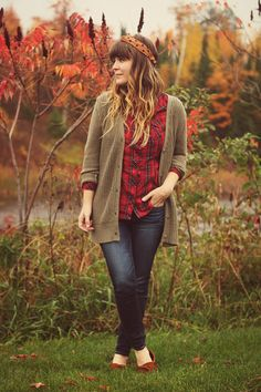 Look at our magnificent choice of girls' outfit at North american Eagle Outfitters. American Eagle Outfits, American Eagle Shorts, Cold Weather Fashion, Cold Weather Outfits, Fall Outfits For Work, Cool Outfits, Fashionable Outfits, Moccasins Outfit, Ladies Dress Design