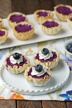 These easy 20 minute Blueberry Cheesecake Mini Tarts are sweet, flavorful, and just 31 calories or 1 Weight Watchers SmartPoint each on all 3 WW plans! Ww Desserts, Weight Watchers Desserts, Healthy Desserts, Dessert Recipes, Healthy Meals, Healthy Recipes, Blueberry Cheesecake, Oreo Cheesecake, Cheesecake Recipes