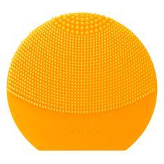 Med LUNA Play Plus får man hele LUNA opplevelsen i et søtt og kompakt design med 7 morsomme farger sompasser alle hudtyper. Med T-sonic pulseringer fjerner den skånsomt døde hudcel