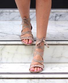 Patricia  - Blogger - Flat Sandals - Feet