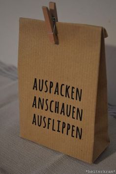 Diese Tüte habe ich euch letztens hier gezeigt und eine Anleitung dazu verspr… I have shown you this bag recently and promised a guide to it. And tadaa: here she comes. Diy Birthday, Birthday Presents, Birthday Pinata, Diy Presents, Diy Gifts, Diy Cadeau Noel, Diys, Diy And Crafts, Paper Crafts