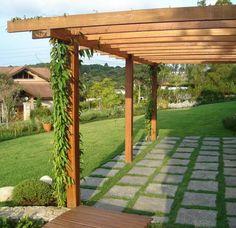 Adicionando Pergolados ou Pérgulas de Concreto, Bambu e Eucalipto ao seu jardim pode te ajudar a criar o estilo desejado e transformar o seu jardim em um refúgio.