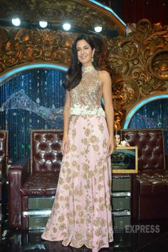 Katrina Kaif promoting on 'Jhalak Dikhhla Jaa'. Katrina Kaif Images, Katrina Kaif Photo, Indian Bollywood Actress, Bollywood Fashion, Bollywood Stars, Indian Celebrities, Bollywood Celebrities, Indian Gowns, Indian Outfits