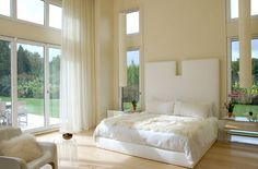 white bedroom - Beautiful White Bedroom Pictures: http://pinterestingpictures.blogspot.com/2013/01/beautiful-white-bedroom-pictures.html