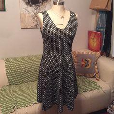 Vneck pattern dress Black and white, good condition Forever 21 Dresses
