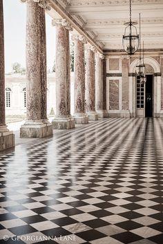 Versailles Parijs fotografie-Le Grand Trianon, monochroom Frans Home decor, elegant Wall Art - - Trianon Versailles, Chateau Versailles, Palace Of Versailles, Classical Architecture, Beautiful Architecture, Art And Architecture, Architecture Details, Casa Anime, Checkered Floors