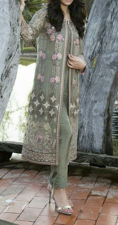 Front Open Double Shirt Dresses Frocks Designs Collection : It is said that fashion and trends repeat themselves after a period. When we take a look at the trends of Pakistani dresses and their styles, it seems quite right. Pakistani Dresses Casual, Pakistani Bridal Dresses, Pakistani Dress Design, Dress Indian Style, Indian Dresses, Indian Outfits, Indian Wear, Frock Design, Indian Designer Outfits