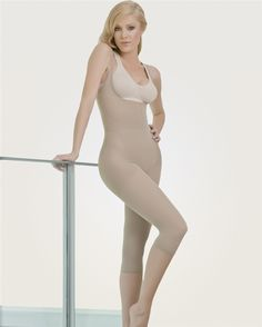 This Full Body Thermal Braless Capri shaper helps to reduce your stomach, thighs, legs and torso. It has a patented thermal zone made out of RUBBERFLEX™ which covers the overall abdominal area and helps accelerate the reduction process through the thermo action which causes the tummy to flatten and to absorb body toxins such as sweat and excessive body water. We also added a layer of natural cotton fibers which are located in the thermo zones of the body to help get rid of sweat. $37