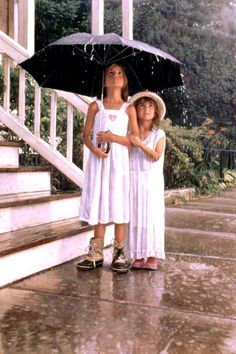 """Foto op Olieverf schilderij canvas 2 personen """"Kinderen in de regen"""""""