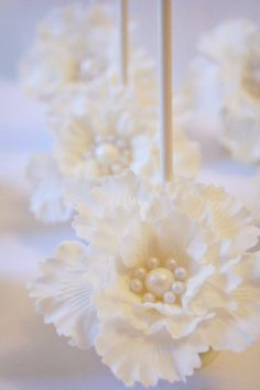 Darling Dahlias Couture wedding cake pops by Evie and Mallow///www.annmeyersignatureevents.com