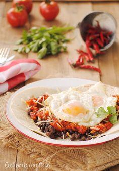 Huevos rancheros Huevos Rancheros, Huevos Fritos, Tex Mex, Tortillas, Ethnic Recipes, Food, Ideas, Egg Recipes, Easy Recipes