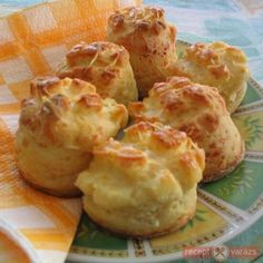 Sajtos pogácsa Polish Recipes, My Recipes, Bread Recipes, Sweet Recipes, Favorite Recipes, Healthy Recipes, Croatian Recipes, Hungarian Recipes, Pogaca Recipe