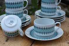 Raija Uosikkinen | LOUHI | Arabia Finland Coffee Cups And Saucers, Cup And Saucer, Tea Cups, Wheatgrass Juicer, Juicer Reviews, Kitchenware, Tableware, Porcelain Ceramics, Helsinki