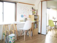 White and wood saw horse desk   Hello Sandwich
