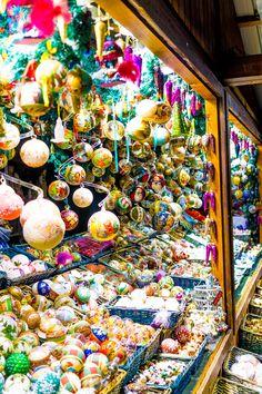 Christmas Market in Vienna, Austria #flickr https://flic.kr/s/aHsknaeDrH