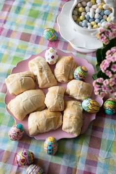 Let your kids make these easy Hot Cross buns. The recipe is from our favorite Doughboy's family - Pillsbury. Hot Cross Buns, Pillsbury, Dessert Recipes, Desserts, Recipe Of The Day, Brunch, Yummy Food, Easter, Meals