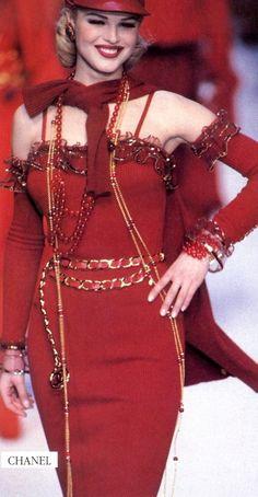 Chanel RTW Fall 1992 | Eva Herzigova