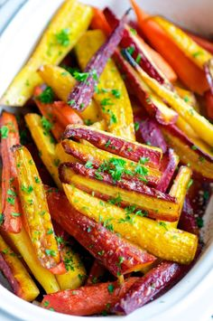 ► Balsamic Honey Glazed Rainbow Carrots Recipe: rainbow carrots, olive oil, balsamic vinegar, honey, sea salt, pepper and flat leaf parsley. Roast the carrots in a preheated 400°F oven for 30 – 35 minutes. Rainbow Carrot Recipes, Glazed Carrots, Roasted Carrots, Balsamic Carrots, Roasted Chicken, Balsamic Vinegar, Honey Carrots, Healthy Recipes, Gourmet