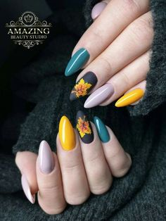 The special nail designs are so perfect for fall and winter! Hope they can inspire you and read the article to get the gallery. #AcrylicNails #FallNails #WinterNails #JeweNails