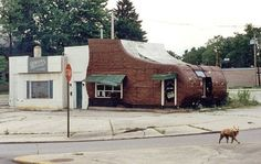 Shoe House was on N Limestone St. Springfield, OH. OMG, I forgot about this! Love Your Home, Take Me Home, Urbana Ohio, Ohio Image, Springfield Ohio, National Road, Old Barns, Places Of Interest, Old Buildings