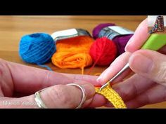 Crocheting a strap for a Mochila - YouTube