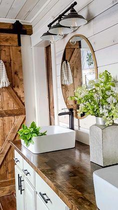Modern Farmhouse Bathroom, Farmhouse Interior, Farmhouse Decor, Modern Vintage Bathroom, Modern Farmhouse Design, Urban Farmhouse, Industrial Farmhouse, Farmhouse Ideas, Farmhouse Style