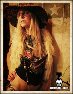 Sheri Moon Zombie's style is like a dark, and southern rock hippie. Sheri Moon Zombie, Rob Zombie Film, Zombie Movies, Horror Movie Posters, Horror Movies, Zombie Mask, White Zombie, Pin Up Dresses, Celebs