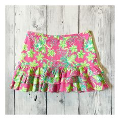 """Monkeys and Hula Skirts!! Doesn't get much better than this!! Excellent Pre Owned condition. The only flaw is the threads where the eyelet hook attaches have come loose but it's a super easy fix!! Fully lined. 3 tier Ruffles. Hidden side Zipper. 97% Cotton, 3% Spandex. Waist flat 15.5"""", length 14"""".   Shop this product here: http://spreesy.com/Shopmythreads/102   Shop all of our products at http://spreesy.com/Shopmythreads      Pinterest selling powered by Spreesy.com"""
