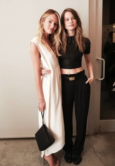 Candice Swanepoel in white & Behati Prinsloo in black outfit Looks Chic, Looks Style, Style Me, Black And White Outfit, White Dress, Black White, Behati Prinsloo, Carrie Bradshaw, Mode Inspiration