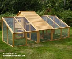 Chicken Coop - large chicken coop and run Building a chicken coop does not have to be tricky nor does it have to set you back a ton of scratch. Chicken Coop Large, Mobile Chicken Coop, Chicken Barn, Easy Chicken Coop, Portable Chicken Coop, Backyard Chicken Coops, Building A Chicken Coop, Chickens Backyard, Chicken Coop With Run
