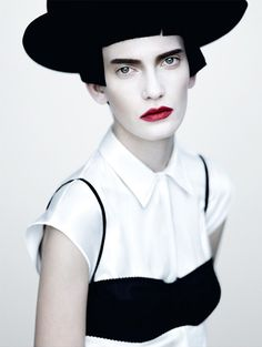 Google Image Result for http://www.iainclaridge.co.uk/blog/wp-content/uploads/0211/paolo_roversi1.jpg