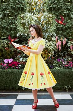 Disney Cosplay Belle dapper day Disney bound - I take a look at Disney inspired clothes, letting you can channel Belle, Arial, Cinderella and Snow White, while staying comfy and repping your pinup style. Disney Princess Outfits, Disney Dress Up, Disney Bound Outfits, Disney Bound Belle, Belle Disney Princesses, Disney Princess Cosplay, Disney Princess Belle, Belle Cosplay, Disney Cosplay