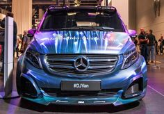The Mercedes Metris premiered at the SEMA Show Known tuners like RennTech, Rado, Garmin and HQ Custom Design also showcased their Metris concepts. Mercedes Benz Vans, Mercedes Van, Commercial Van, Commercial Vehicle, Vans Usa, Luxury Van, Benz Sprinter, Transporter, Maybach