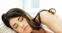 La luce in camera da letto fa ingrassare meglio dormire al buio