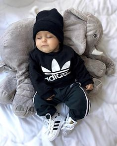 How many baby clothes do I need? My minimalist baby clothing essentials – Cute Adorable Baby Outfits Cute Baby Boy Outfits, Cute Baby Clothes, Baby Boy Swag, Babies Clothes, Babies Stuff, Baby Boy Style, Boys Style, Baby Boy Fashion, Fashion Kids