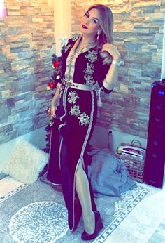Caftan la Comtesse Short Long Dresses, Stylish Suit, Moroccan Caftan, Modest Wear, Hijab Fashion, African Fashion, Chic, My Style, Womens Fashion
