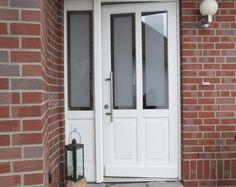 Klassische Haustüren: Weiße Rahmentür mit Satinato von Sorpetaler