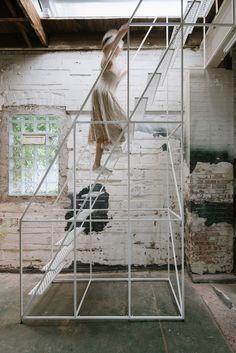 Colore : Nero Mensola da Bagno Multi-Layer in Ferro Treppiede Toilette Bagno di stoccaggio Bagno Rack Mensola angolare Portavasi de Giardino