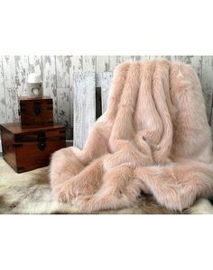 High quality Candyfloss Faux Fur Throws, Pink Fur Bedspreads, Faux Fur Candyfloss Pink Blankets and more in a large range of sizes at affordable prices.