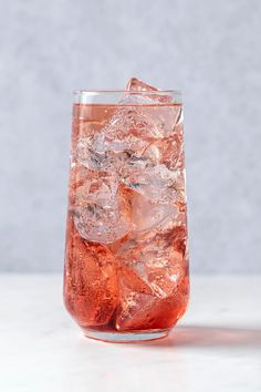 Easy Cocktails, Classic Cocktails, Cocktail Recipes, Cassis Recipe, Non Alcoholic Drinks, Mixed Drinks, Dinner, Party, Dining