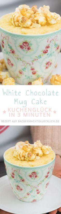 Dieser Tassenkuchen ist in 3 Minuten fertig! Und schmeckt so köstlich - der Tassenkuchenteig wird mit weißer Schokolade und riesigem Popcorn verfeinert