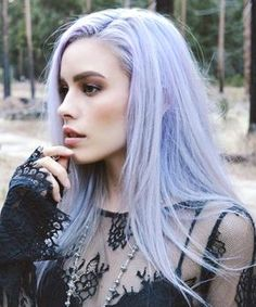 21 Lavender Hair Looks That Will Make You Grab Hair Dye Immediately Surprisingly pretty and versatile, this purple hue shouldn't be ruled out as a viable hair color option Colored Hair Tips, Coloured Hair, Dyed Hair Pastel, Pastel Purple Hair, Pastel Hair Tips, Lilac Hair Dye, Pastel Outfit, Violet Hair, Colorful Hair