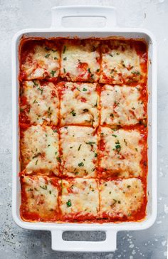 This spinach and zucchini lasagna is vegetarian, low carb, and gluten-free. It is made with tomato sauce, skinny ricotta, mozzarella, and zucchini noodles. #zucchinilasagna #glutenfree #lowcarb #glutenfreelasagna #lowcarblasagna #dinner #lowcarbdinner #zucchini #primaverakitchen