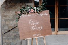 Welcome Welcome to customizable wedding decoration Panel Adele, Pallet Wedding, Wedding Groom, Photoshop, Easels For Sale, Wedding Decorations, Table Decorations, Raw Wood, Reception Areas