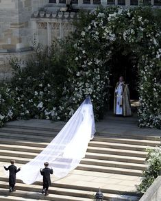 What Monday morning blues we have this morning with no royal wedding to look forward to! What a special day Saturday was - once again a huge congratulations to the most beautiful bride and handsome groom! Harry And Meghan Wedding, Harry Wedding, Prince Harry And Megan, Royal Wedding Gowns, Royal Weddings, Royal Brides, Prinz Harry Meghan Markle, Meghan Markle Wedding Dress, Kate And Meghan