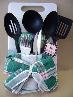 Best kitchen utensils gift basket towel cakes ideas – Best Towel Models and Patterns 2020 Kitchen Gift Baskets, Diy Gift Baskets, Christmas Gift Baskets, Kitchen Gifts, Christmas Diy, Kitchen Towel Cakes, Raffle Baskets, Simple Gifts, Easy Gifts