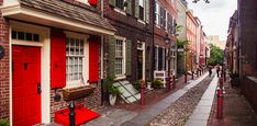 The 7 Most Beautiful Streets in America ~ Elfreth's Alley, Philadelphia.  With 300 years of history, this is America's oldest continuously inhabited residential street, located in Old City.  The alley is a National Historic Landmark.