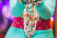Summery cool and a perfect color pop mehandi day look inspiration. #photozaapki #weddingphotography #indiabrides #allthingsbridal #bridalblings #mehandi #flower #accessories #kaleere #bangles  #summerweddings
