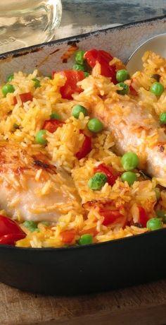 Ein spanischer Klassiker mit Reis und Hühnchen, ideal zum Familienessen. Erfahren Sie hier mehr zu dieser herzhaft-rustikalen Hausmannskost aus Spanien »  https://www.rewe.de/rezepte/arroz-con-pollo-spanisches-reisgericht-haehnchen/