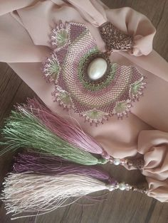 Passementerie, Needle Lace, Bead Crochet, Jewlery, Pearl Earrings, Diy Crafts, Accessories, Long Scarf, Amigurumi